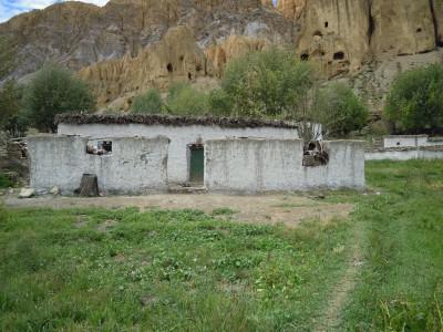 Tamdin D. aus Samsung hat es geschafft: 2008 hatte sie gerade angefangen, sich ihr Haus zu bauen, inzwischen wohnt sie darin. Ihre Kuh hat ein weibliches Kalb.