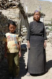 Nachdem Kuh und Kalb bei der Geburt gestorben waren, kaufte Nima R. auf Kredit selbst ein weibliches Kalb.