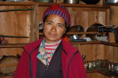 Kami erkannte aufgrund ihres Trainings rechtzeitig eine Steißlage und begleitete die Mutter bis ins Krankenhaus nach Kathmandu: zum Kaiserschnitt.