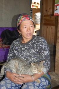Die Hebamme Kessang G. nahm sich trotz Erntearbeit Zeit, um uns von ihrer Arbeit zu berichten.